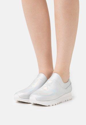 JADYN SLIP ON - Zapatillas - multi/white