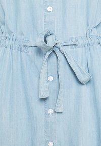 Moss Copenhagen - JAINA 3/4 DRESS - Denimové šaty - light blue wash - 2