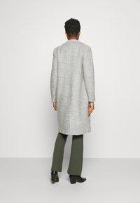 ONLY - ONLSTACY COAT - Klasický kabát - light grey melange - 2