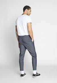Only & Sons - ONSLINUS CROP STRIPE  - Trousers - dark blue - 2