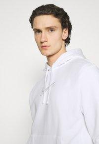 Nike Sportswear - COURT HOODIE - Sweatshirt - white - 4