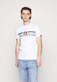 Ellesse - MONTELL - T-shirt z nadrukiem - white - 0