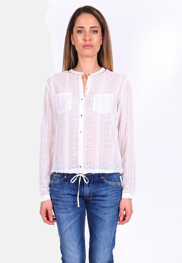 FREIZEITBLUSE VIRGO MIT VERSPIELTEM LOCHMUSTER - Button-down blouse - vanilla