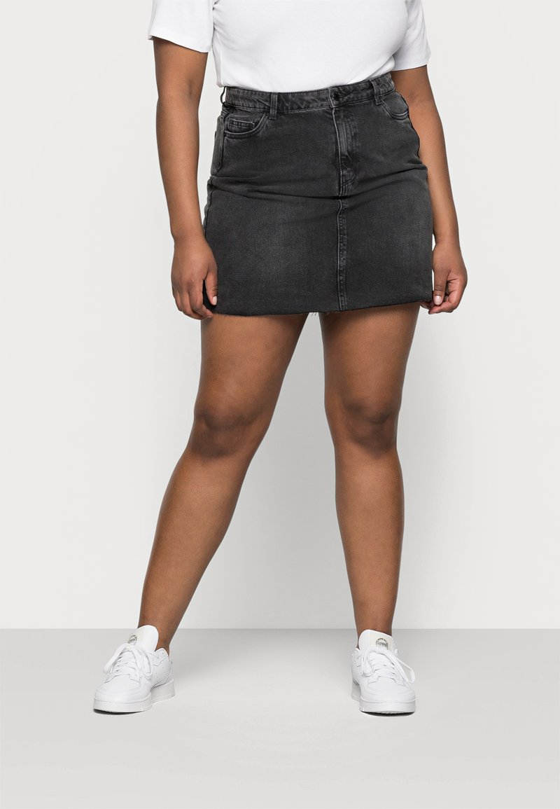 Vero Moda Curve - VMMIKKY RAW SKIRT MIX - Minigonna - black