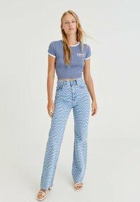 PULL&BEAR - T-shirt med print - blue-grey - 1