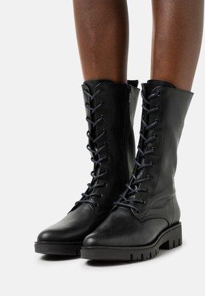 PAUL - Šněrovací vysoké boty - black