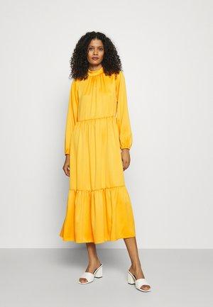 GATHERED NECK A-LINE DRESS - Vapaa-ajan mekko - mustard
