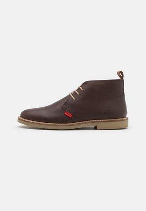 TYL - Chaussures à lacets - marron
