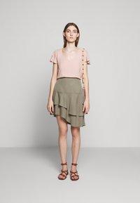 Bruuns Bazaar - LAERA DOLPHINE SKIRT - A-line skirt - olive tree - 1