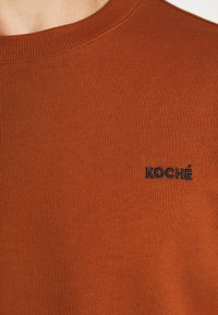 KOCHÉ - UNISEX - Sweater - rust - 6