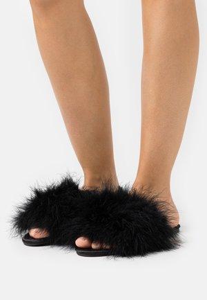 FLUFFY - Pantofle - black