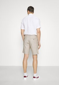 Selected Homme - SLHMILES FLEX - Shorts - beige - 2