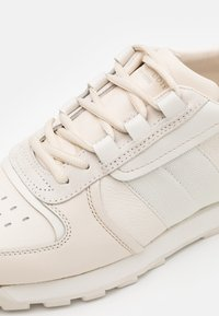 rag & bone - RETRO HIKER - Baskets basses - antique white - 5