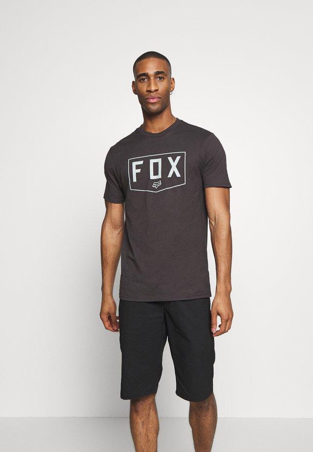 SHIELD PREMIUM TEE - T-shirt z nadrukiem - black/green