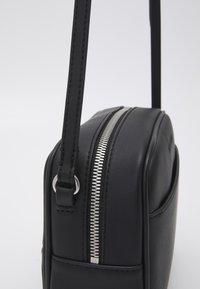 Calvin Klein Jeans - LARGE CAMERA BAG - Taška spříčným popruhem - black - 3