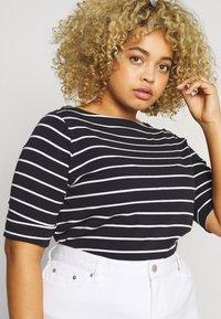 Lauren Ralph Lauren Woman - JUDY ELBOW SLEEVE - Print T-shirt - navy/white - 3