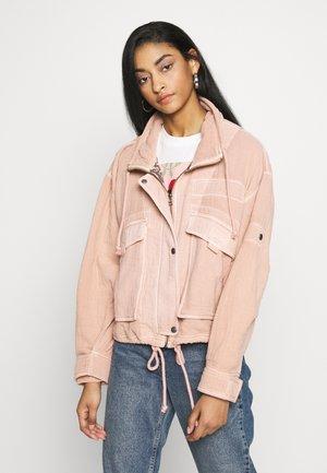 EYES ON YOU SURPLUS - Summer jacket - apricot