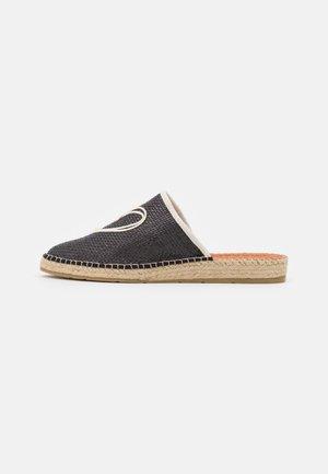IMA - Pantofle - black