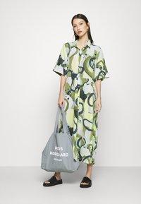 Monki - ADRIANA DRESS - Skjortekjole - khaki - 1