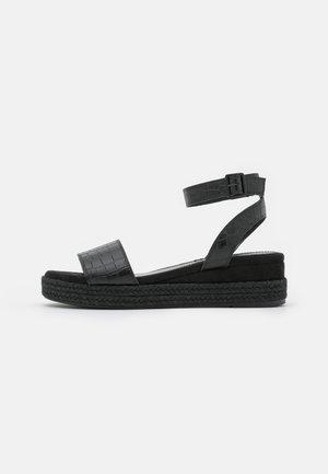 HELI  - Sandalias con plataforma - black