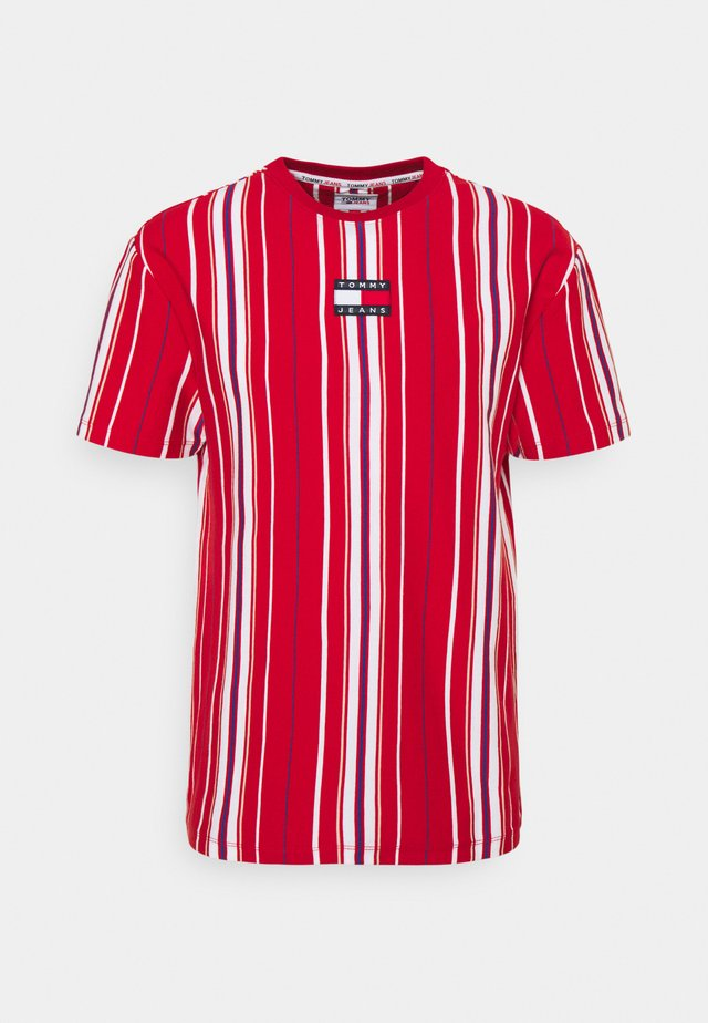 CENTRE BADGE  - T-shirt con stampa - deep crimson