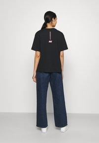 Nike Sportswear - Print T-shirt - black/hyper pink - 2