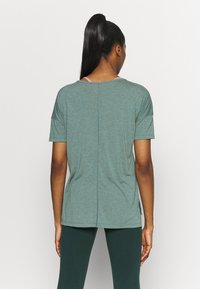 Nike Performance - LAYER - Basic T-shirt - hasta heather/light pumice/dark teal green - 2