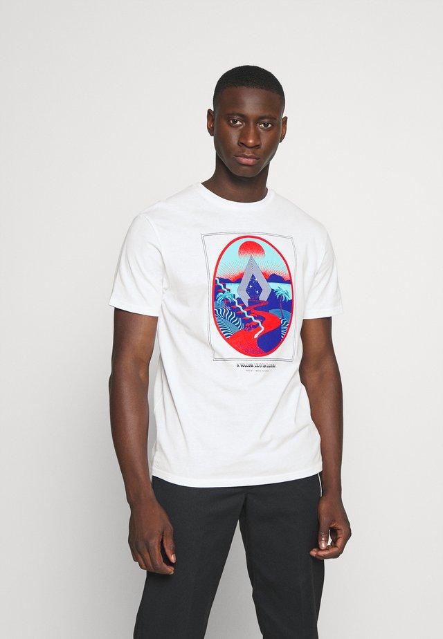 ZUVERZA - T-shirts med print - white