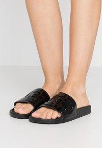 HUGO - TIME OUT SLIDE - Pantofle - black - 0