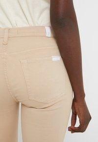 7 for all mankind - CROP - Jeans Skinny Fit - sandcastle - 5