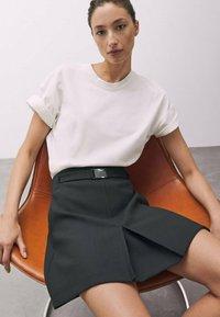 Massimo Dutti - MIT SCHNALLE - A-line skirt - black - 3