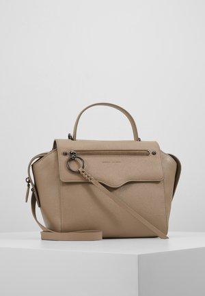 GABBY SATCHEL - Håndtasker - sandrift