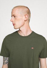 Napapijri - SALIS - T-Shirt basic - green depths - 3