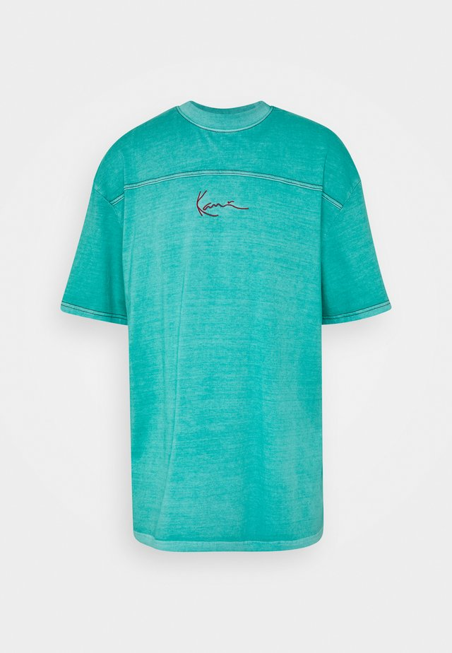 SMALL SIGNATURE WASHED TEE UNISEX  - T-shirt con stampa - turquoise