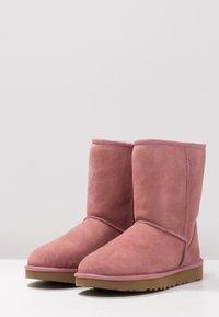UGG - CLASSIC SHORT - Korte laarzen - pink dawn - 4