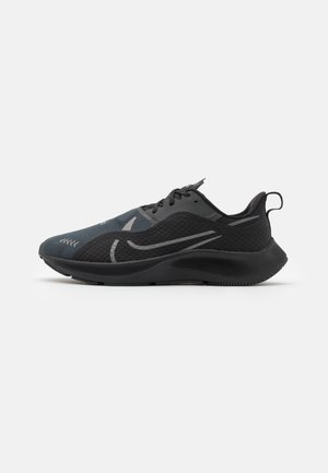 AIR ZM PEGASUS SHIELD - Zapatillas de running estables - black/anthracite