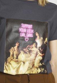 ONLY - ONLGIRLY SQUAD - Print T-shirt - grey - 5