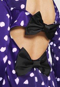Who What Wear - TRIPLE BOW DRESS - Denní šaty - navy - 4