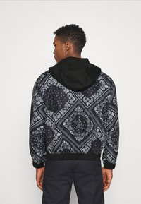 Mennace - BANDANA PRINT OVERHEAD JACKET - Windbreaker - black - 2