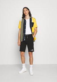 Calvin Klein - SUMMER GRAPHIC PRINT  - Shorts - black - 1