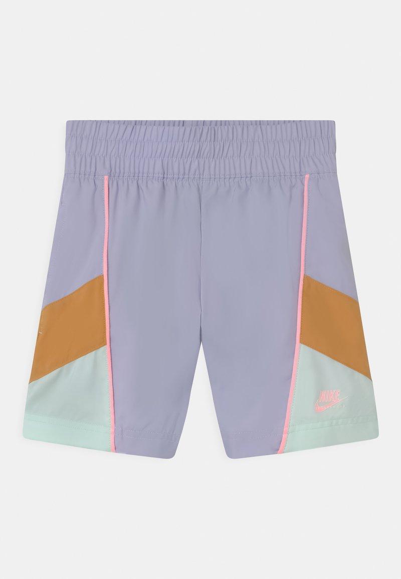 Nike Sportswear - HERTIAGE - Shorts - purple chalk/bucktan/barely green