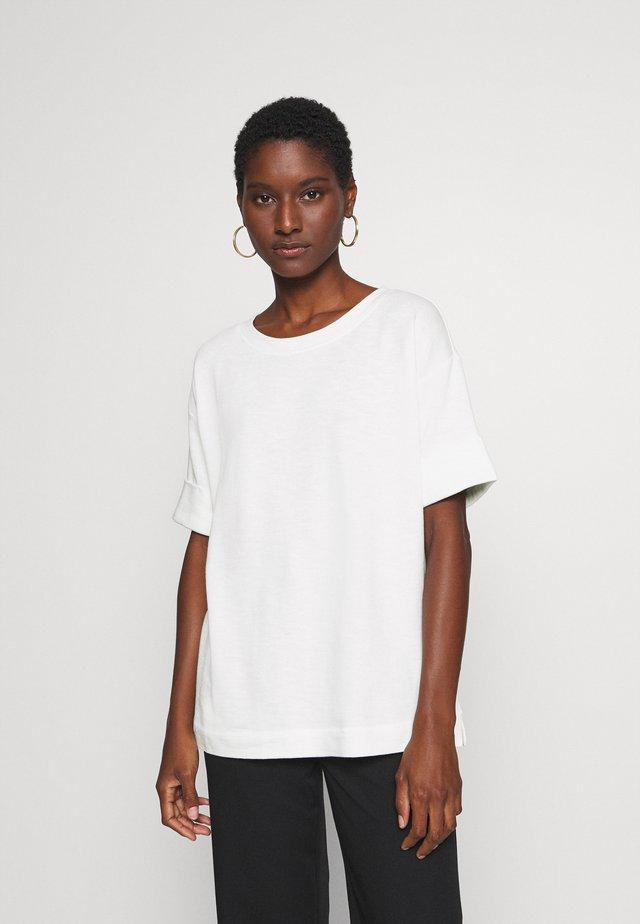BOXY TEE - T-shirt basic - off white