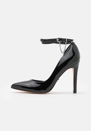 ONLCHLOE CHAIN - Classic heels - black