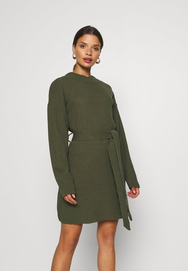 TIE WAIST JUMPER DRESS - Gebreide jurk - forest green