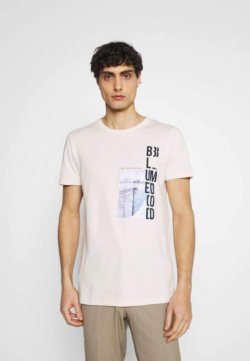 TOM TAILOR DENIM - WITH FOTOPRINT - Print T-shirt - soft beige solid