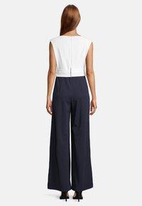 Vera Mont - MIT WEITEM BEIN - Jumpsuit - dark blue/cream - 1