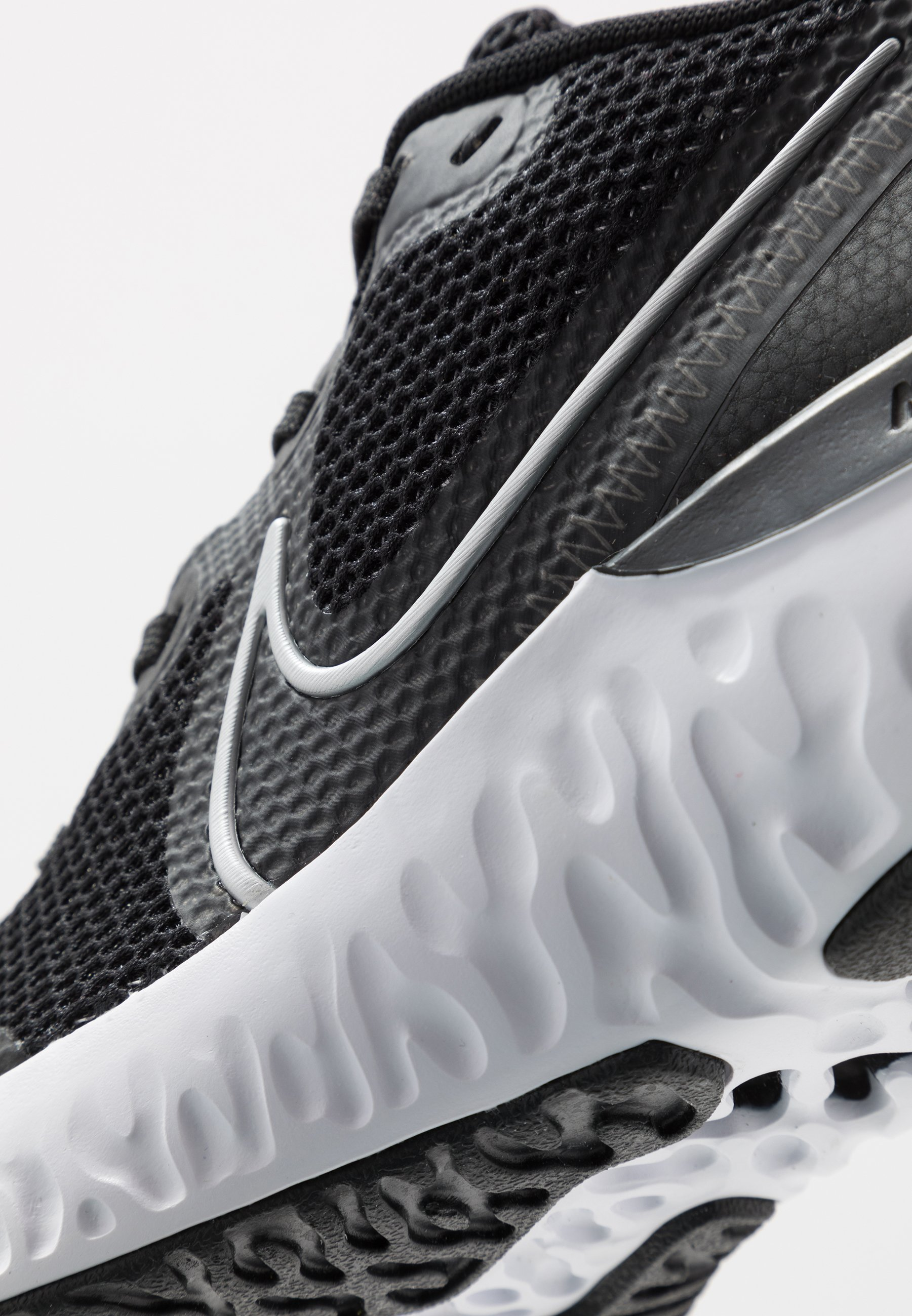 Nike Performance Renew - Neutrale Løbesko Black/metallic Silver/white/dark Smoke Grey/particle Grey