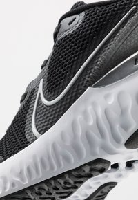 Nike Performance - RENEW RUN - Neutral running shoes - black/metallic silver/white/dark smoke grey/particle grey - 5