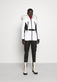 MICHAEL Michael Kors - COLOR BLOCKED BELTED PUFFER COAT - Winter jacket - white/black - 1
