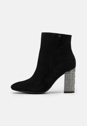 LARIAH - Kotníková obuv na vysokém podpatku - black